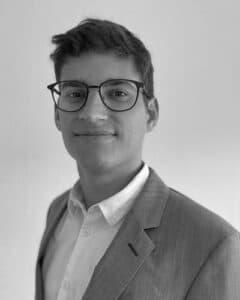 Bild von Clemens Murer mit Brille und Anzug