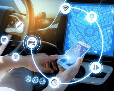 computer im auto über rfid mit vielen physischen objekten verbunden