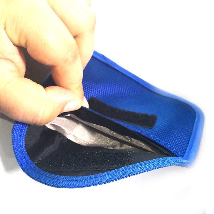 blaue rfid-Schutzhuelle mit Oxford-Gewebe geöffnet