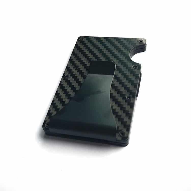 schwarzes rfid-blockendes Portemonnaie mit Carbonstruktur von oben gesehen