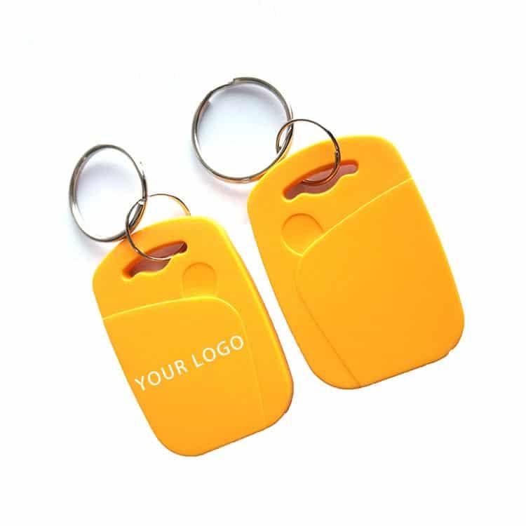 zwei gelbe RFID Schlüsselanhänger mit weißem Logodruck