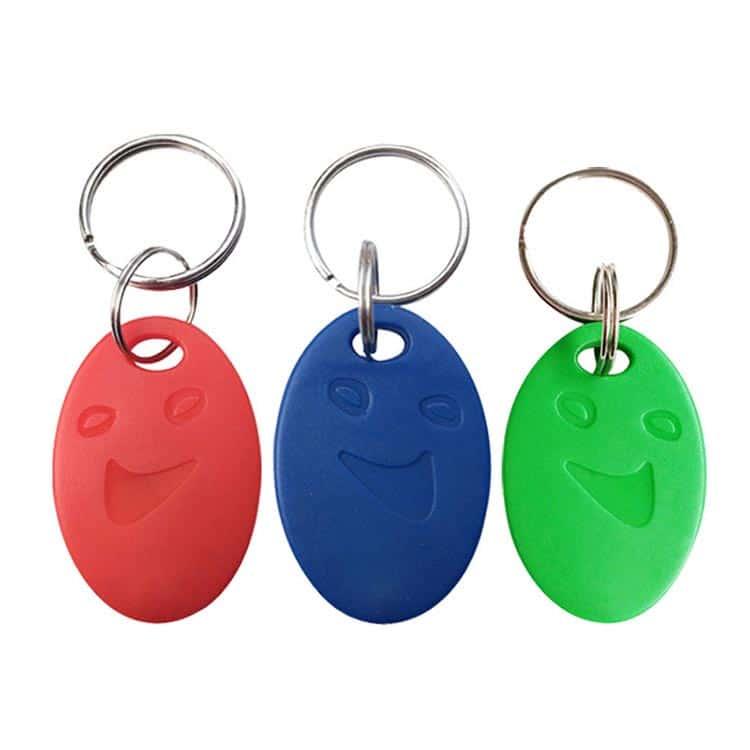 drei RFID Schlüsselanhänger in rot, blau und grün