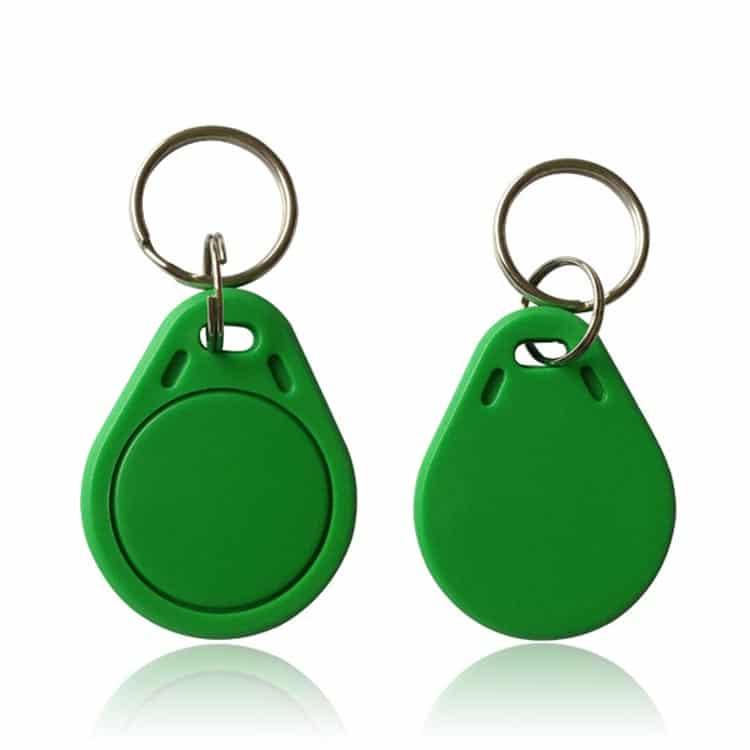 grüne NFC-Schlüsselanhänger Vorder- und Rückansicht