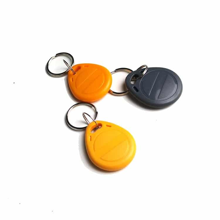 RFID-Schlüsselanhänger in den Farben orange, gelb und schwarz