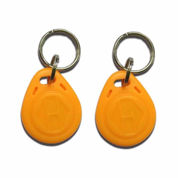gelber RFID-Schlüsselanhänger mit Logoprägung
