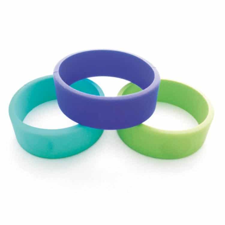 drei verschiedene Silikon-RFID-Armbänder in Vorderansicht