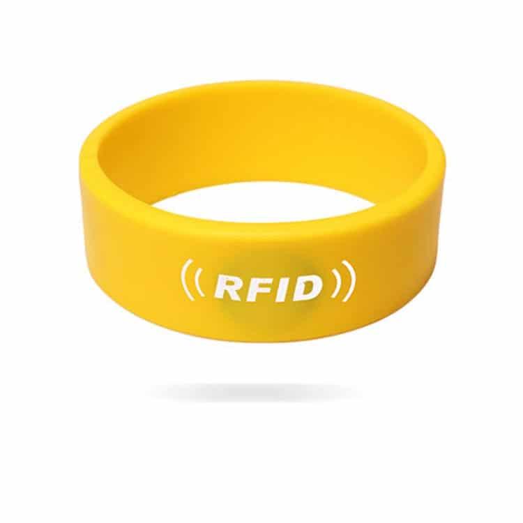 frontansicht des gelben RFID-Silikonarmbandes