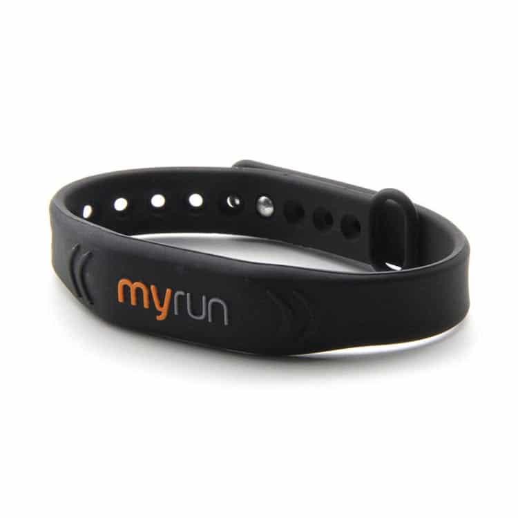 myrun schwarzes RFID Silikon Armband Vorderansicht
