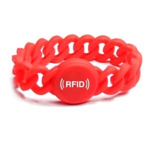 rotes flexibles RFID-Armband mit weißem Logo bedruckt