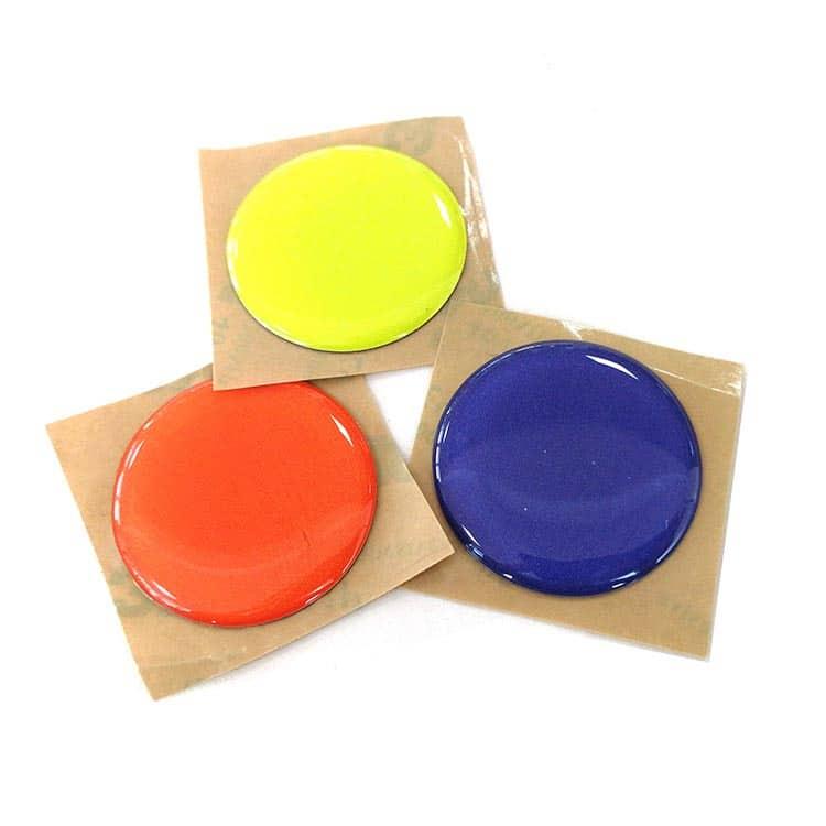nfc-Aufkleber mit weichem Tropfen in den Farben rot, blau und gelb