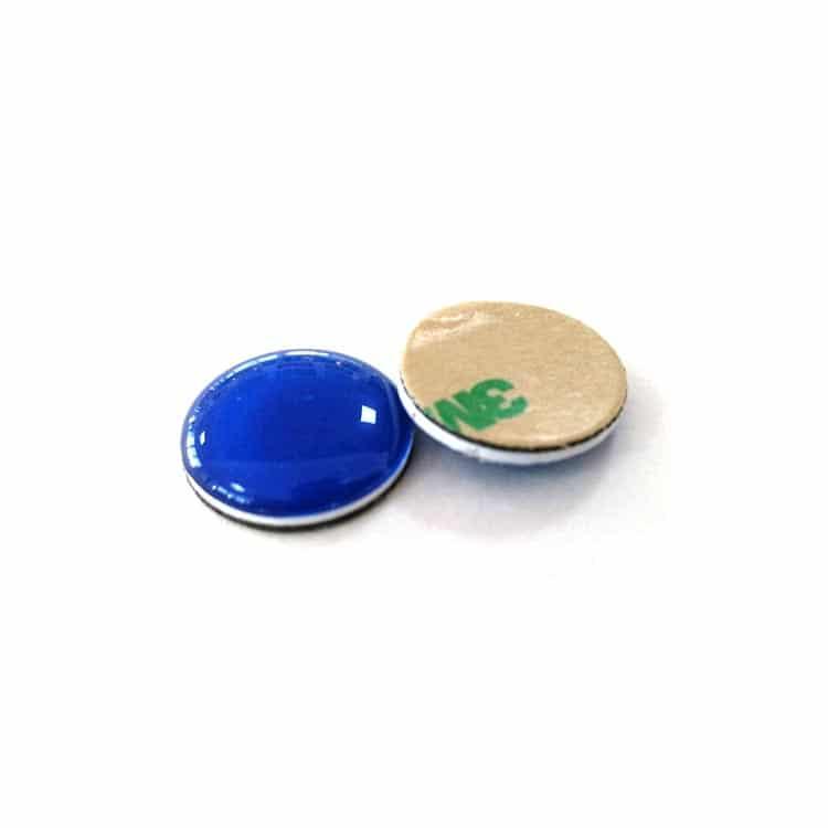 blaue soft drop nfc-aufkleber von vorne und hinten