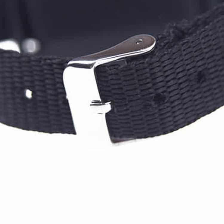 Schließmechanismus eines schwarzen RFID-Armbandes