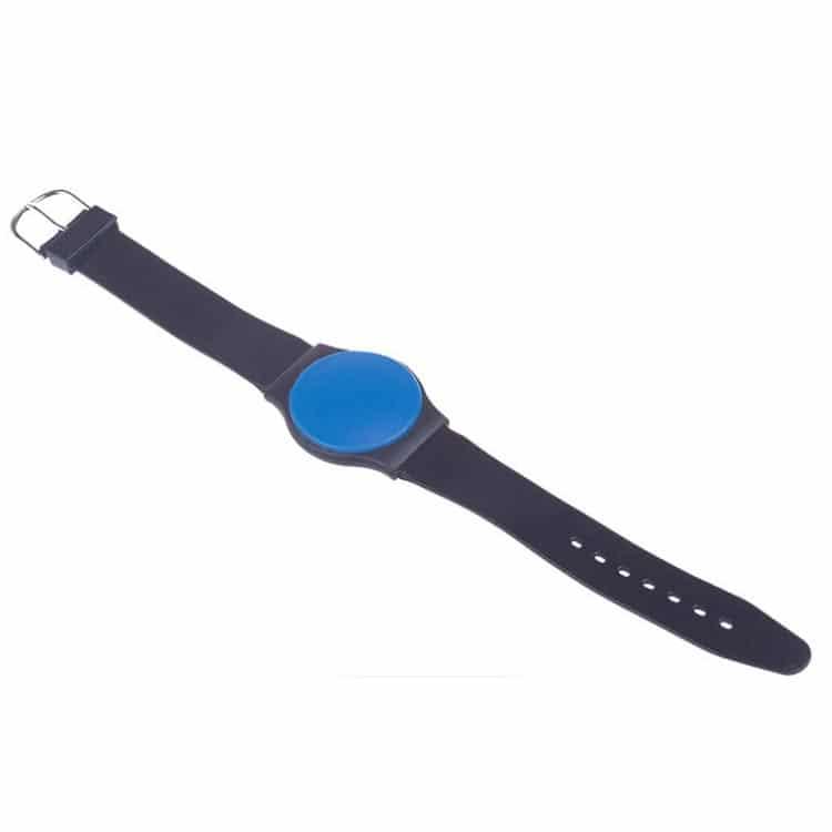 Schwarz/blaues RFID-Armband, das wie eine Uhr aussieht
