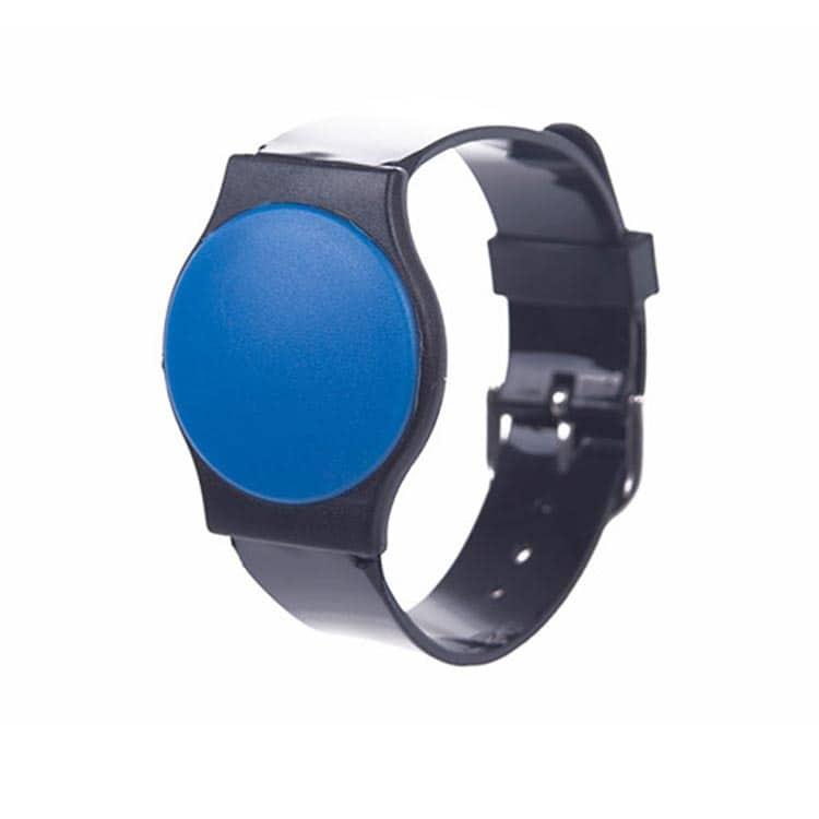 Frontansicht eines RFID-Armbandes aus Kunststoff