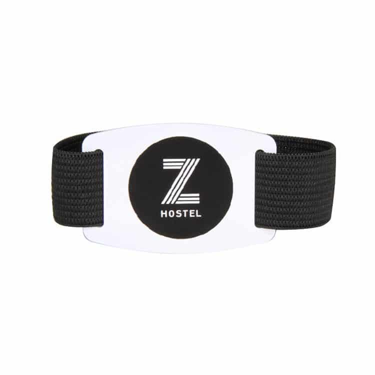ein weiteres Beispiel eines elastischen RFID-Armbandes in schwarz