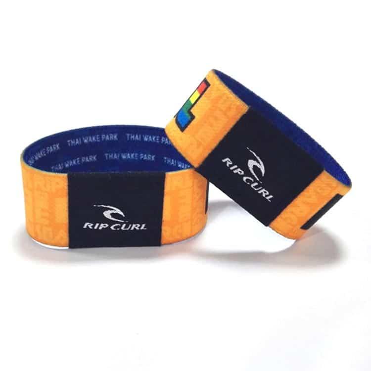 zwei elastische RFID-Armbänder von rip curl