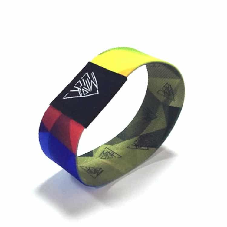 Frontansicht des bunten elastischen RFID-Armbandes