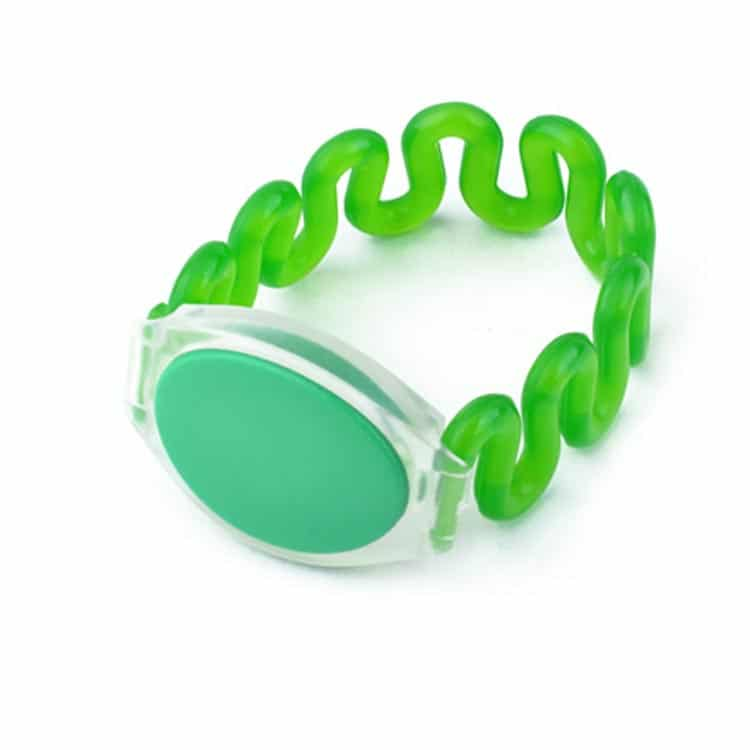 Frontansicht des grünen RFID-Armbandes mit flexiblem Kunststoffband