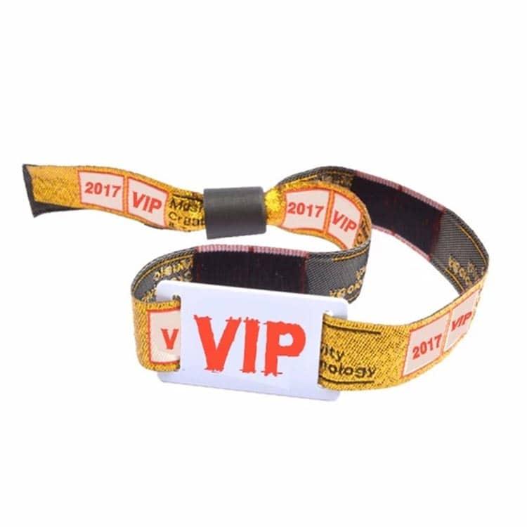 Frontansicht des VIP RFID-Armbandes mit individuellem Design