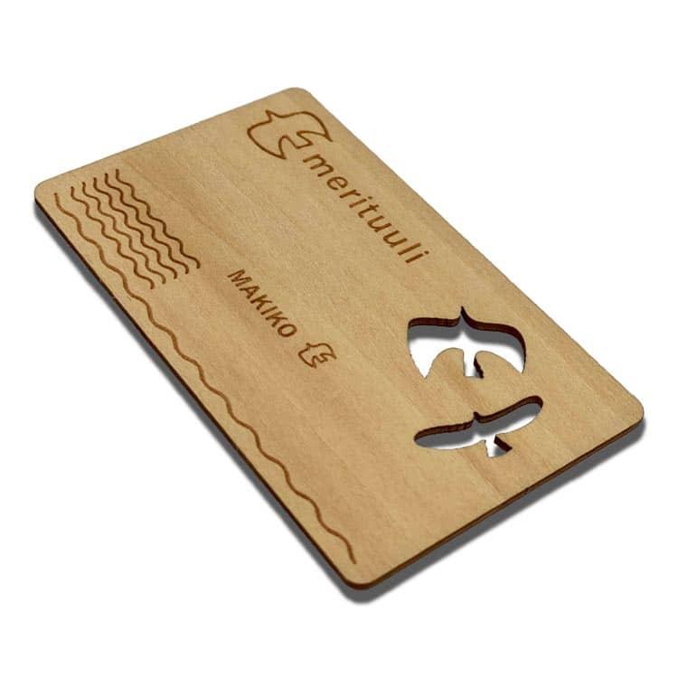 Holz-Chipkarte mit ausgeschnittener Vogelform und individuell gelasertem Design