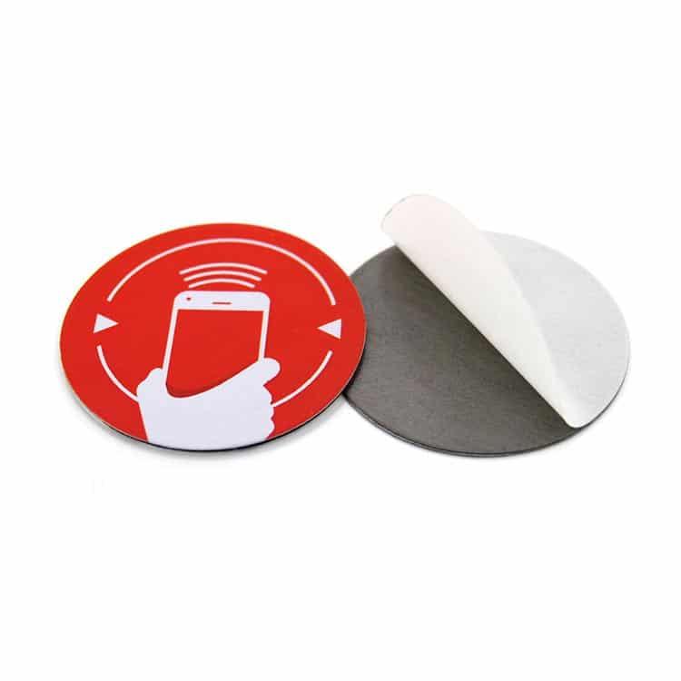 RFID-Label mit individuellem Druck in runder Form (Vorder- und Rückansicht)