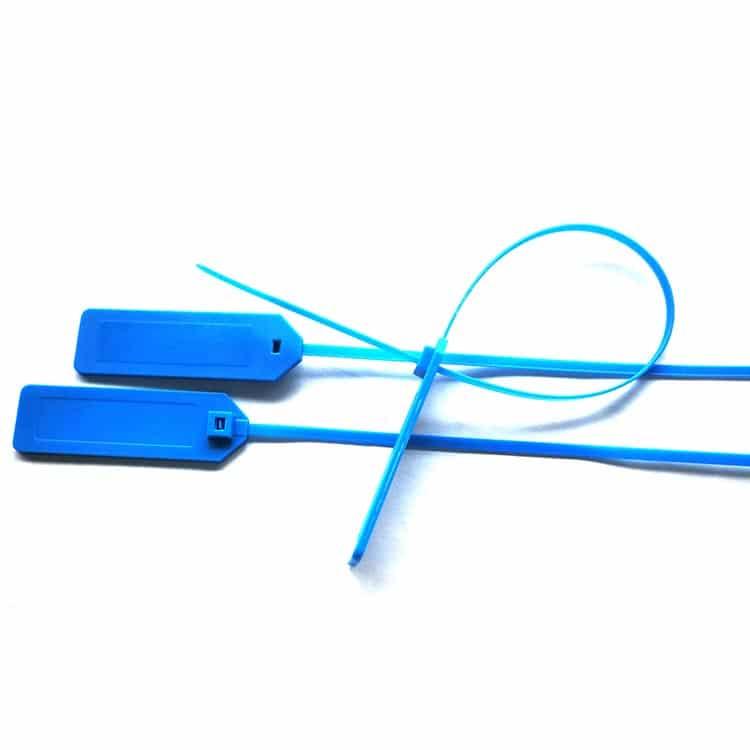 drei blaue RFID-Kabelbinder in verschiedenen Positionen