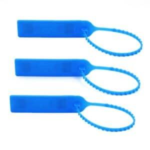 drei blaue RFID-Kabelbinder mit durchscheinendem Chip, geschlossene Position