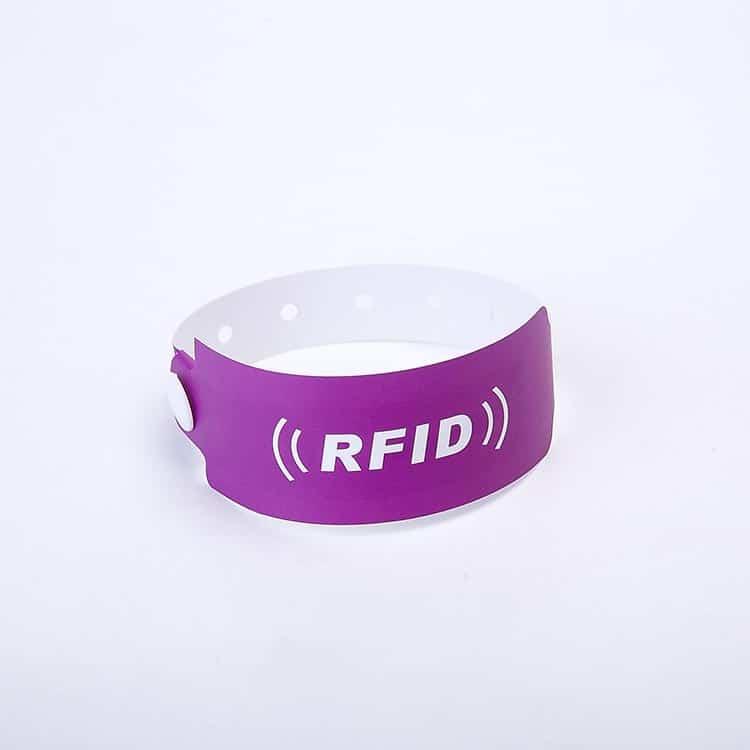 Frontansicht eines Einweg-RFID-Papierarmbandes